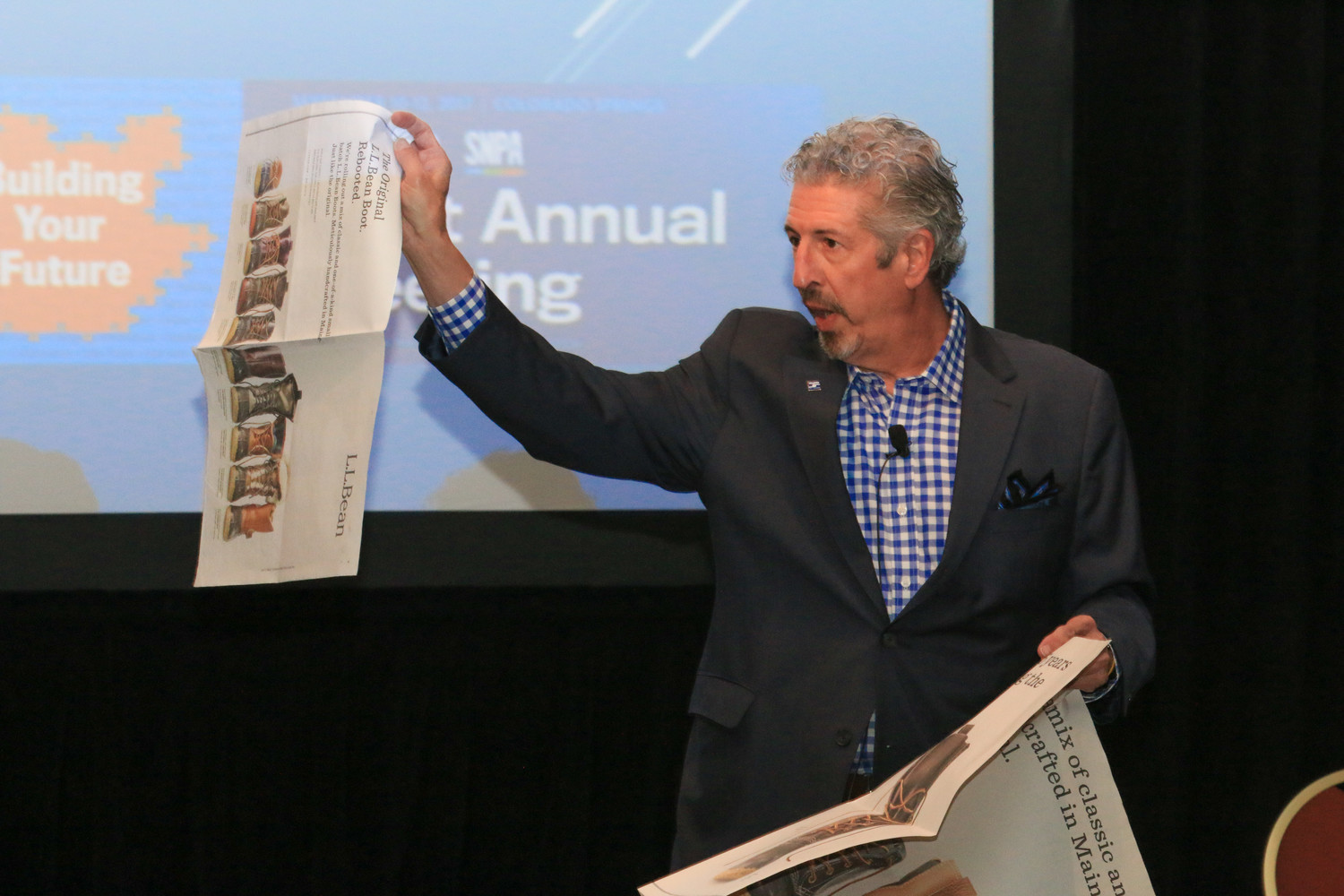 Leading the final session of the joint Inland/SNPA Annual Meeting, Tom Yunt shows examples of front page wraps The New York Times has sold to high-end advertisers.