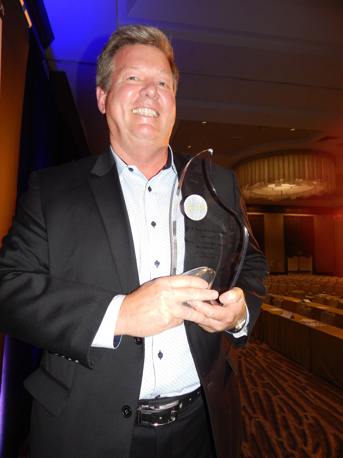 Honolulu Star-Advertiser, recipient of the 2018 Mega-Innovation Award. The award was accepted by David Kennedy, chief revenue officer, Oahu Publications, Inc