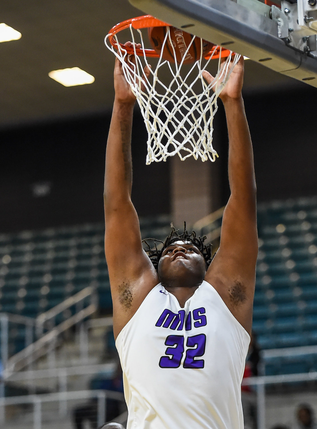 Katy Tx. Dec7, 2019: Morton Ranch's Eddie Lampkin (32) gets the slam dunk during the Katy Classic at the Merrell Center.  (Photo by Mark Goodman / Katy Times)