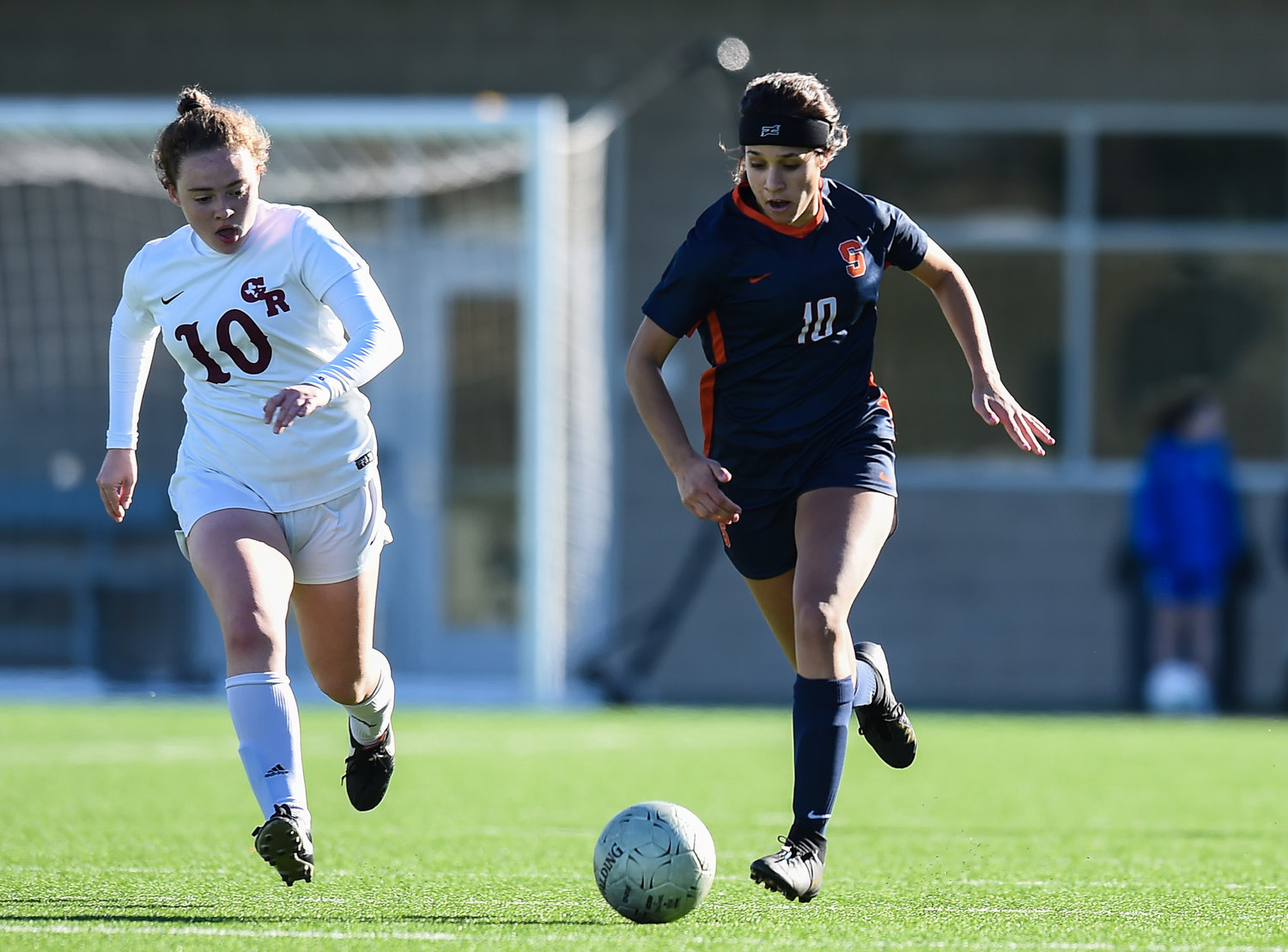 Katy Tx. Jan. 11, 2020: Seven Lakes Arianna Ghafari (10) advances the ball during the I-10 Soccer Shootout in a match between Seven Lakes and George Ranch at Legacy Stadium in Katy. (Photo by Mark Goodman / Katy Time)