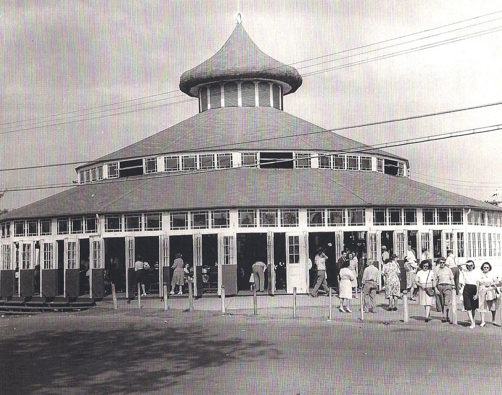 The famous Loof Carousel in 1965.