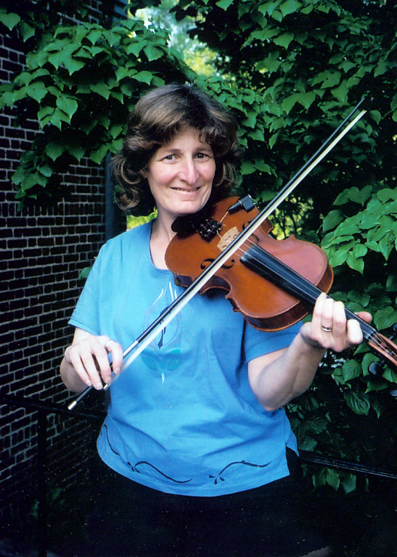 Michelle Kaminsky performs with French Roast at the Rehoboth contra dance on Friday, October 13