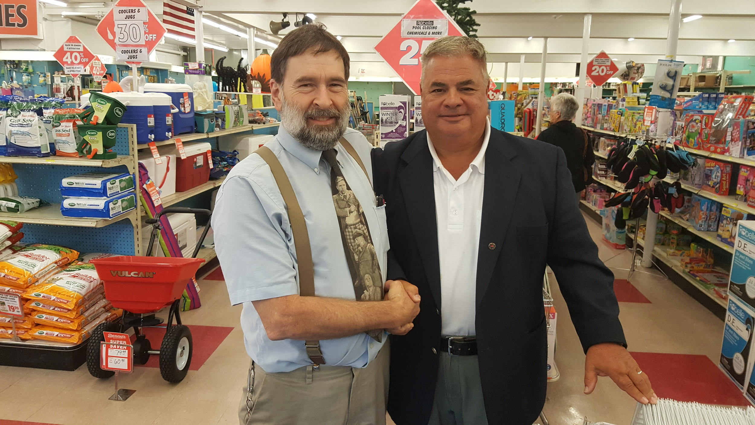 Benny's long-time EP Manager Peter Fiore, left, with Reporter Columnist Bob Rodericks, days before store closing.