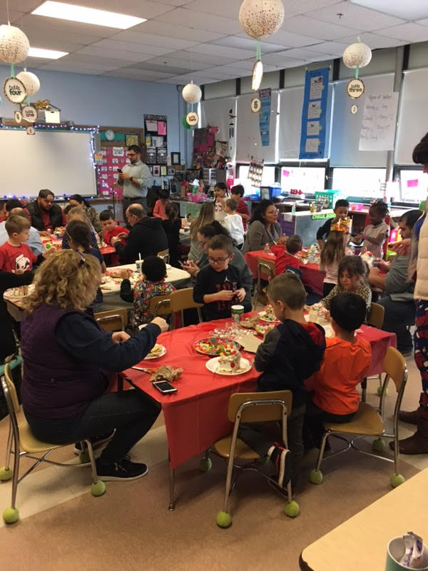 Kindergarten creates gingerbread houses with their families