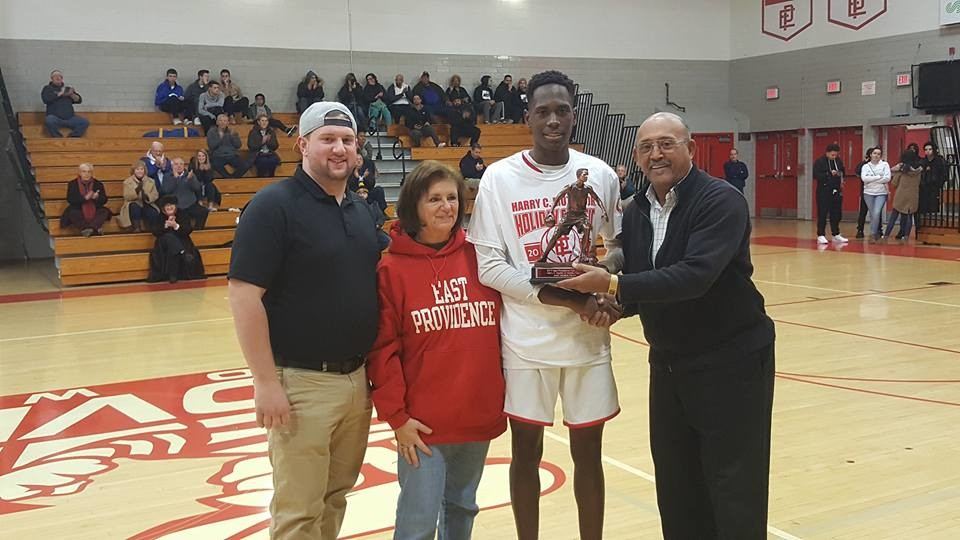 Mutter tourney MVP being presented to Deyshawn Tengbeh by Nick Mutter, Pat Cabral McKinnon and Junior Butler.