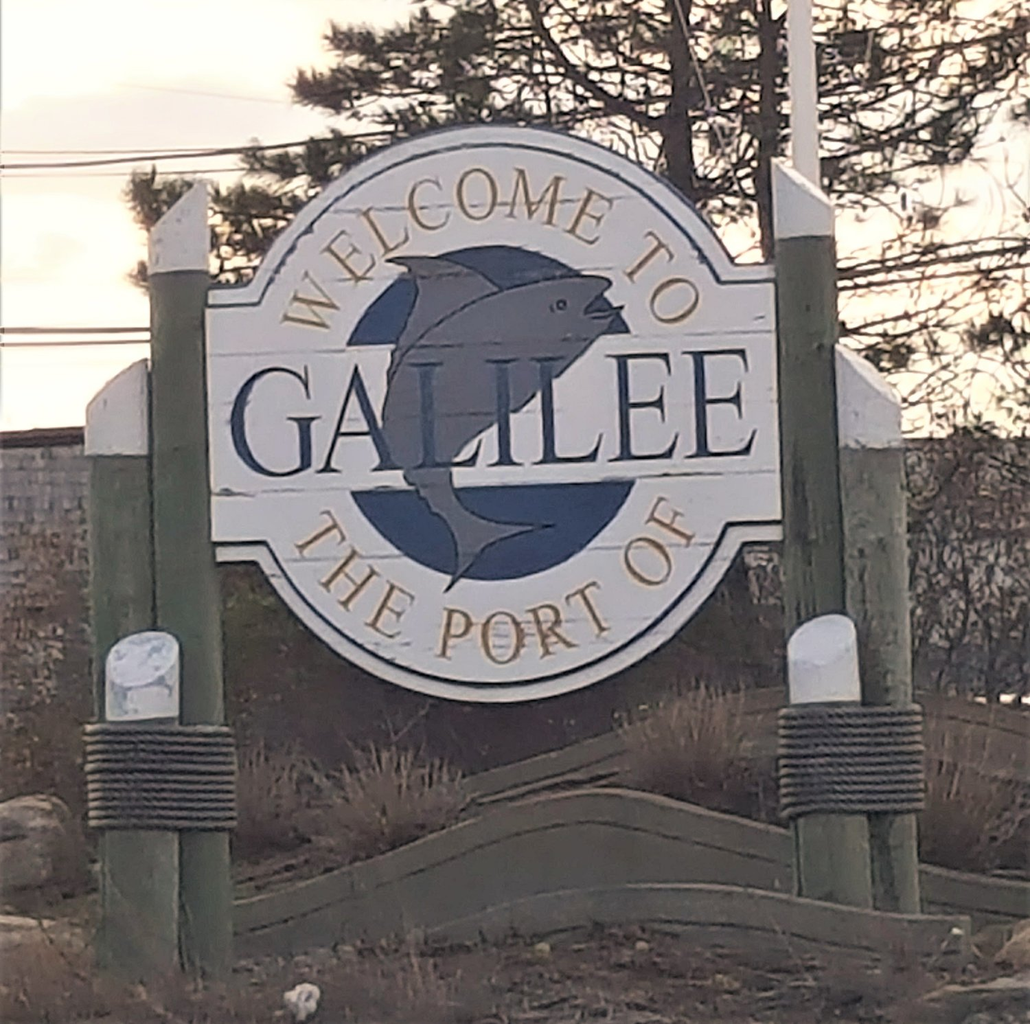 Welcome to Port of Galilee structure in Galilee, RI.  Greets visitors to that sea port town.  Could a similar sign replace the art piece in Watchemoket Square, EP?