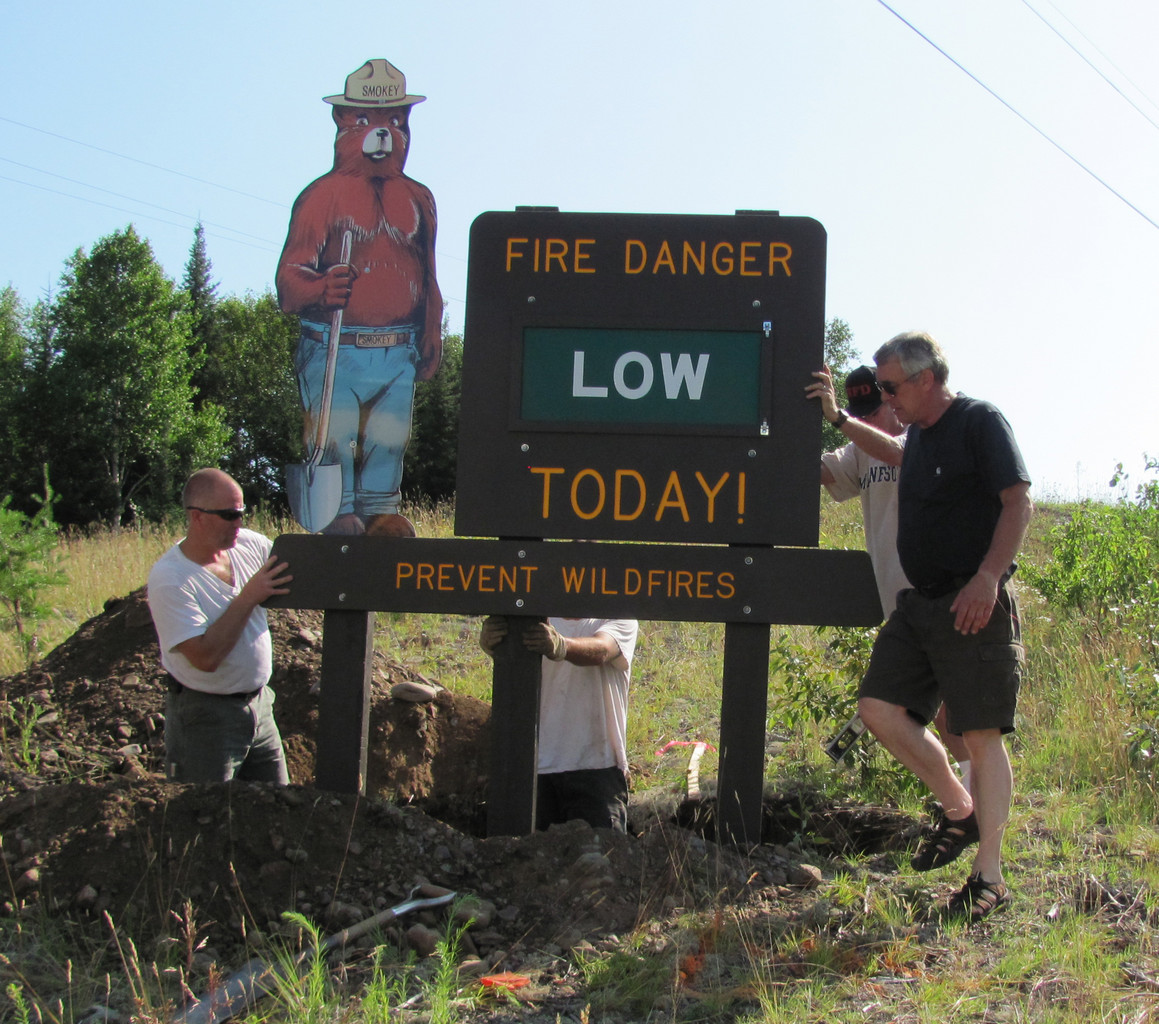Eagles Nest volunteers and a two workers from Lake Country Power set up the new fire danger sign on Hwy. 169. The crew included members of the Eagles Nest Fire Department Dean Dowden, Dan Humay, Fire Chief Jim Sutherland and Bud Rich, and township supervisor Larry Anderson.