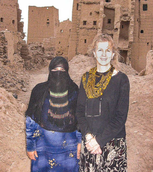 Sharon Beatty, at right, and a Yemeni woman pose for the camera at the ruins of the abandoned city of Marib.
