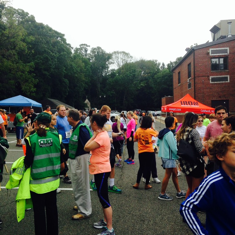 A view of the crowd at 8:00 a.m., an hour prior to the 5K walk/run.