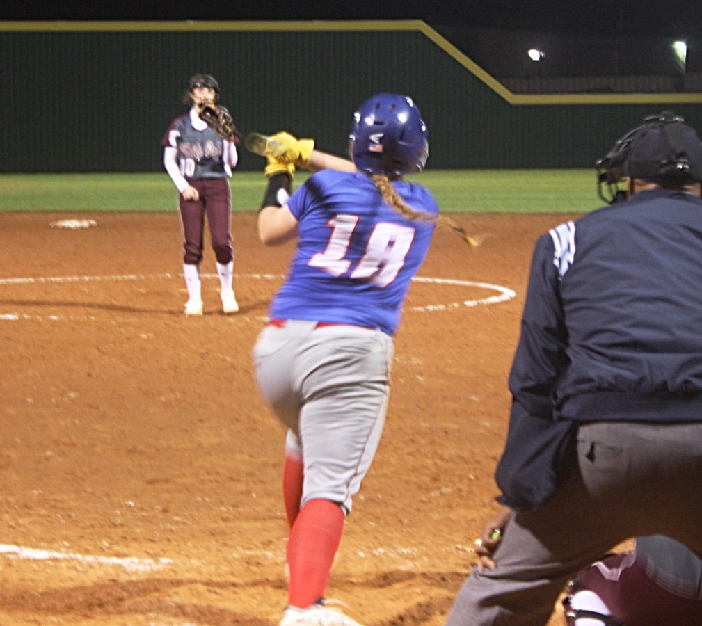 Lady Bulldogs fall to White Oak