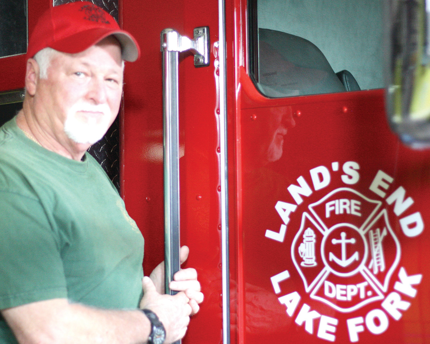 Land's End Volunteer Fire Department Chief Rick Nichols praised the community volunteers who planned and executed the annual golf tourney last Saturday.