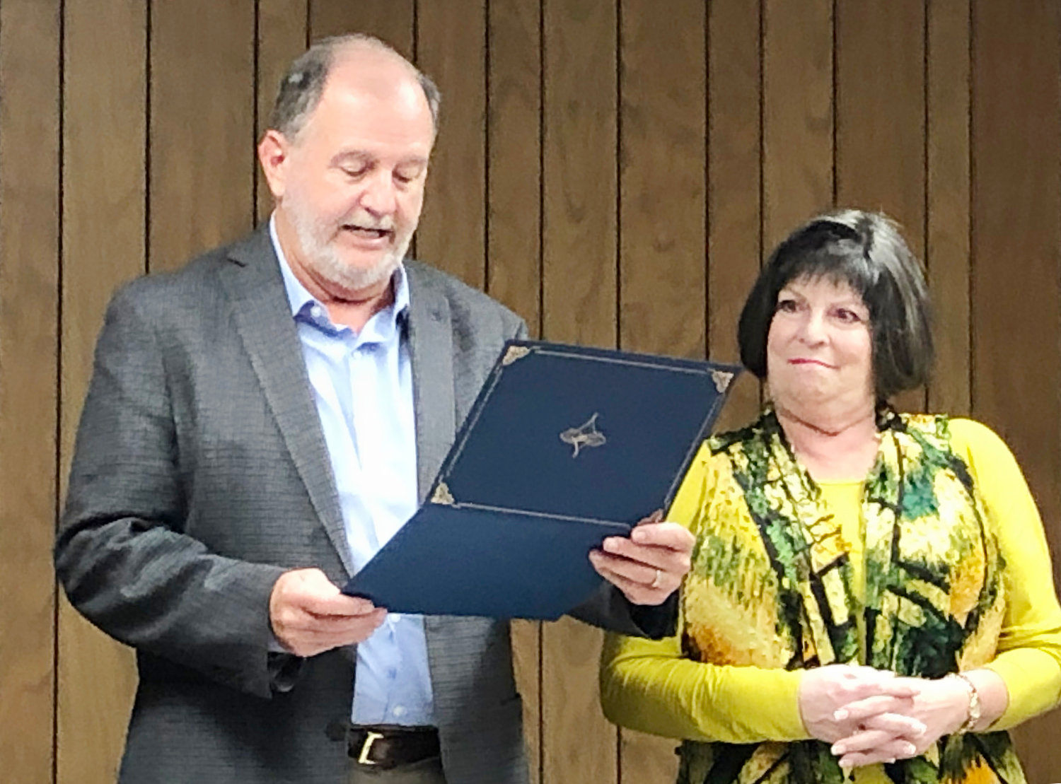 Susan Resnik receives a proclamation from Quitman Mayor Randy Dunn in