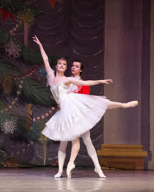 "Maxim Valchik and Irina Komarenko of the Donetsk Ballet in  Ukraine will join 50 local ballet students for a performance of Tchaikovsky's ""The Nutcracker"" at Plymouth Whitemarsh High  School this Saturday."