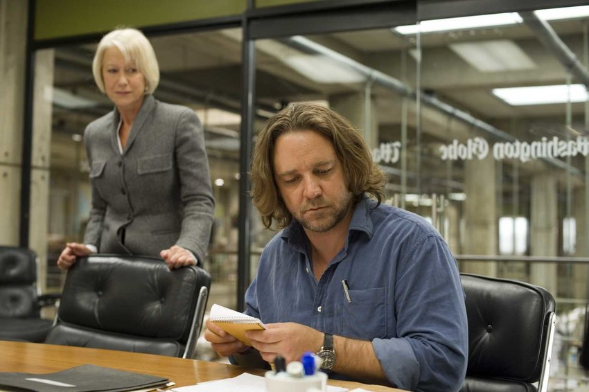 """Russell Crowe plays a newspaper reporter working with editor, Helen Mirren, in """"State of Play."""""""