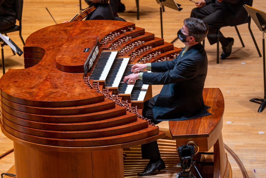 """Organist Paul Jacobs playing Francis Poulenc's """"Organ Concerto"""" with the Philadelphia Orchestra."""