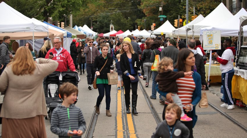 Fall for the Arts festivalgoers will find that the original tented format has returned, with just a few tweaks. All guests strolling the Avenue will be required to wear masks, since there will be an abundance of foot traffic. Guests will also be asked to wear masks in shops as they walk in and out. (Photo 2015)