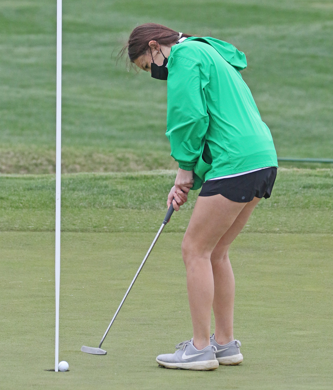 SCH sophomore Evelyn Lauerman taps in the ball on the ninth hole.  (Photo by Tom Utescher)