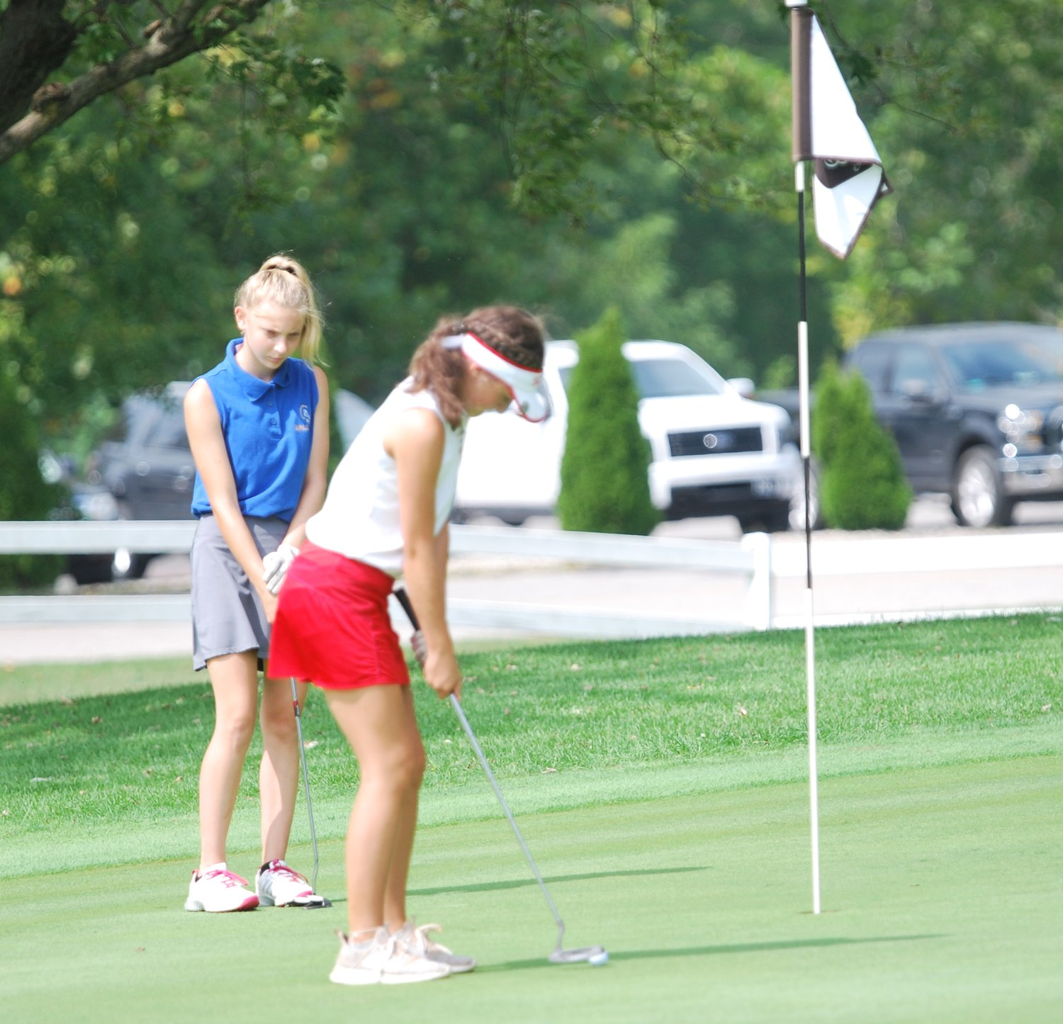 Stella Snook putts on No. 18 for Southmont.