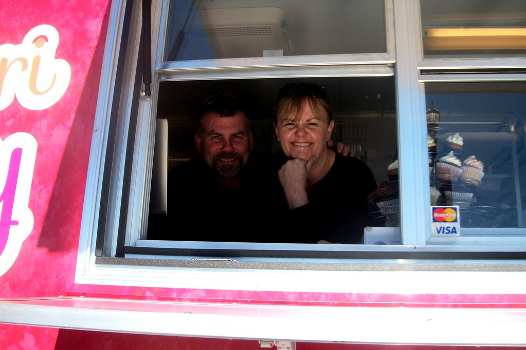 Lance and Pam Reynolds of Le Petite Cheri Cupcakery