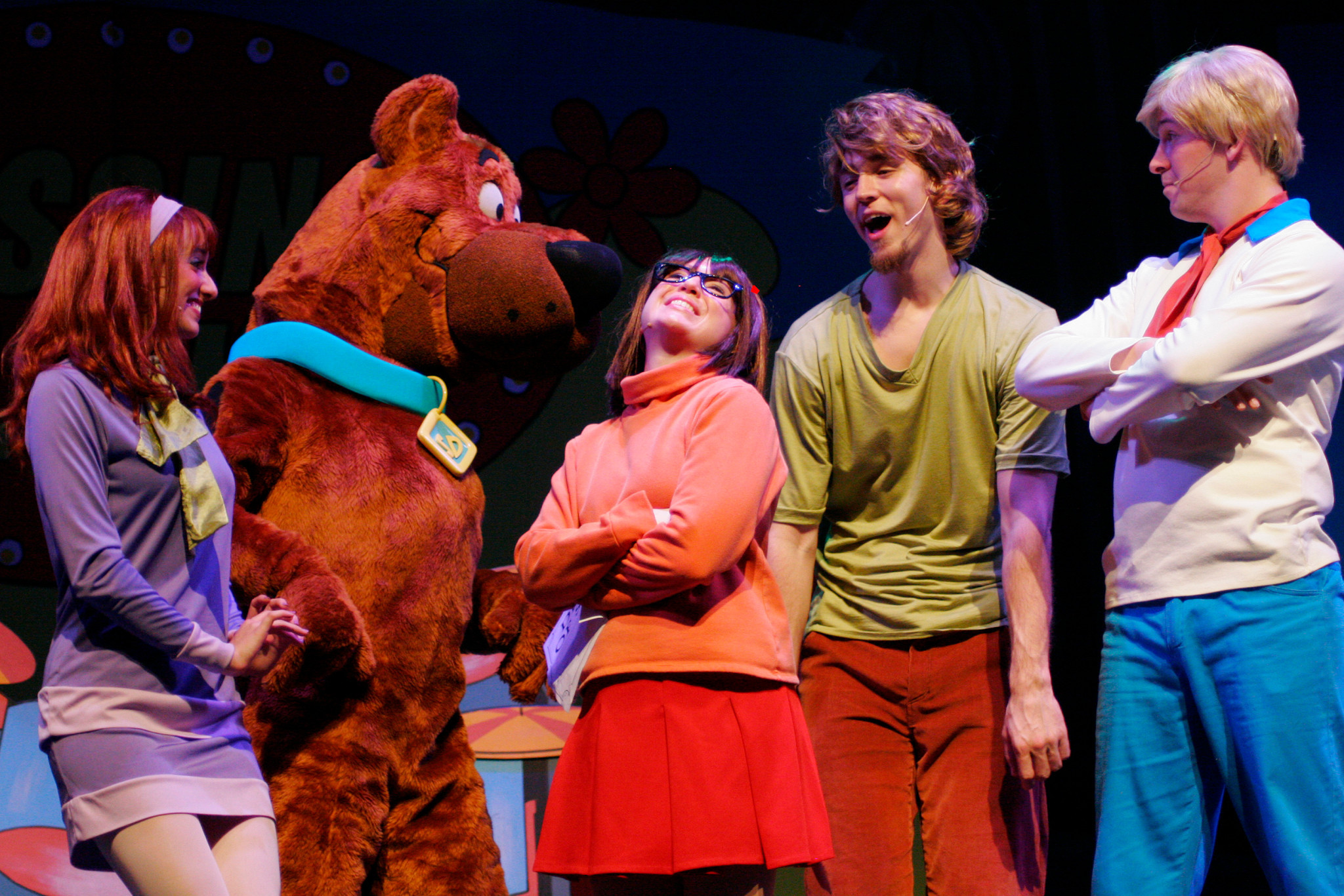 Scooby-Doo and the Mystery Inc. Gang in Scooby-Doo Live! Musical Mysteries, presented by Warner Bros. Consumer Products and Life Like Touring.