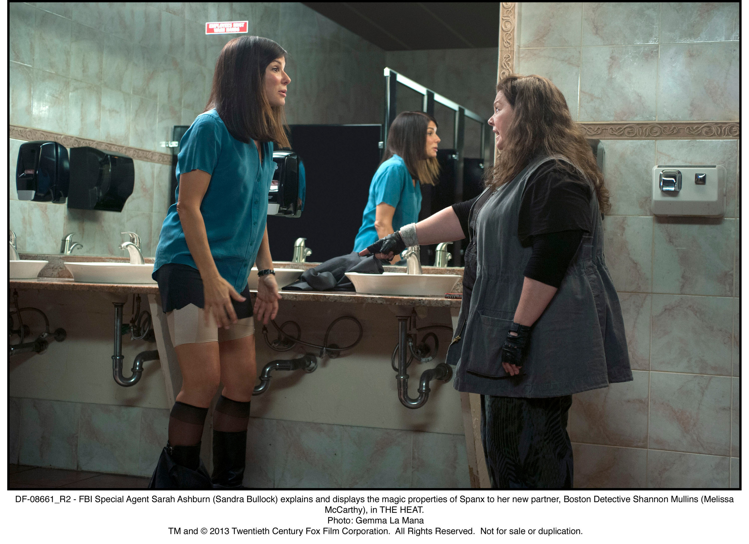 DF-08661_R2 - FBI Special Agent Sarah Ashburn (Sandra Bullock) explains and displays the magic properties of Spanx to her new partner, Boston Detective Shannon Mullins (Melissa McCarthy), in THE HEAT.