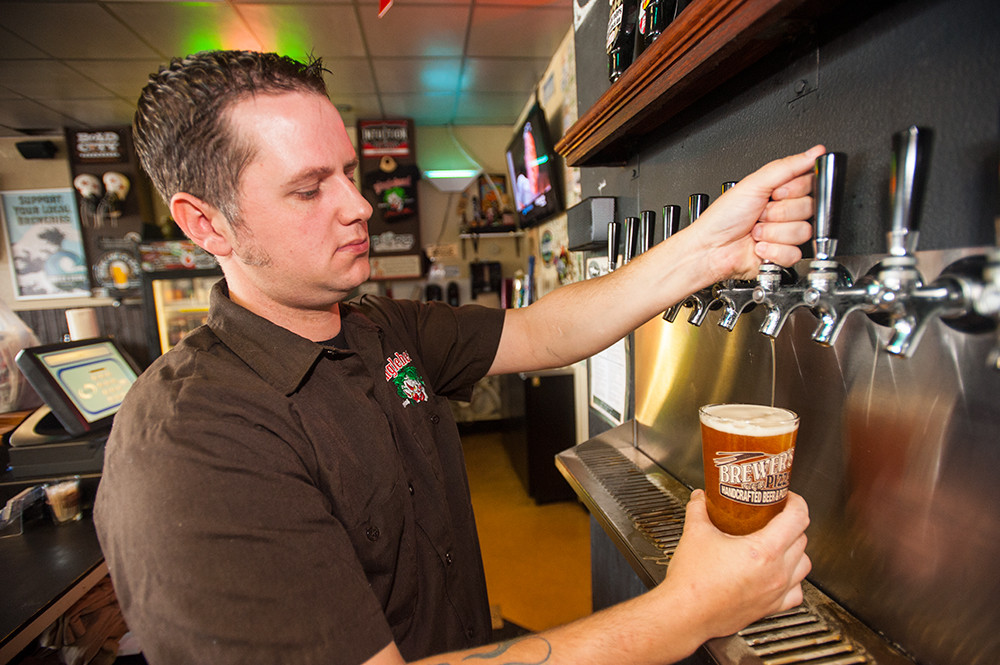Steve Halford pours a Pinglehead brew, perfect for pairing with a housemade pizza featuring a beer-dough crust.