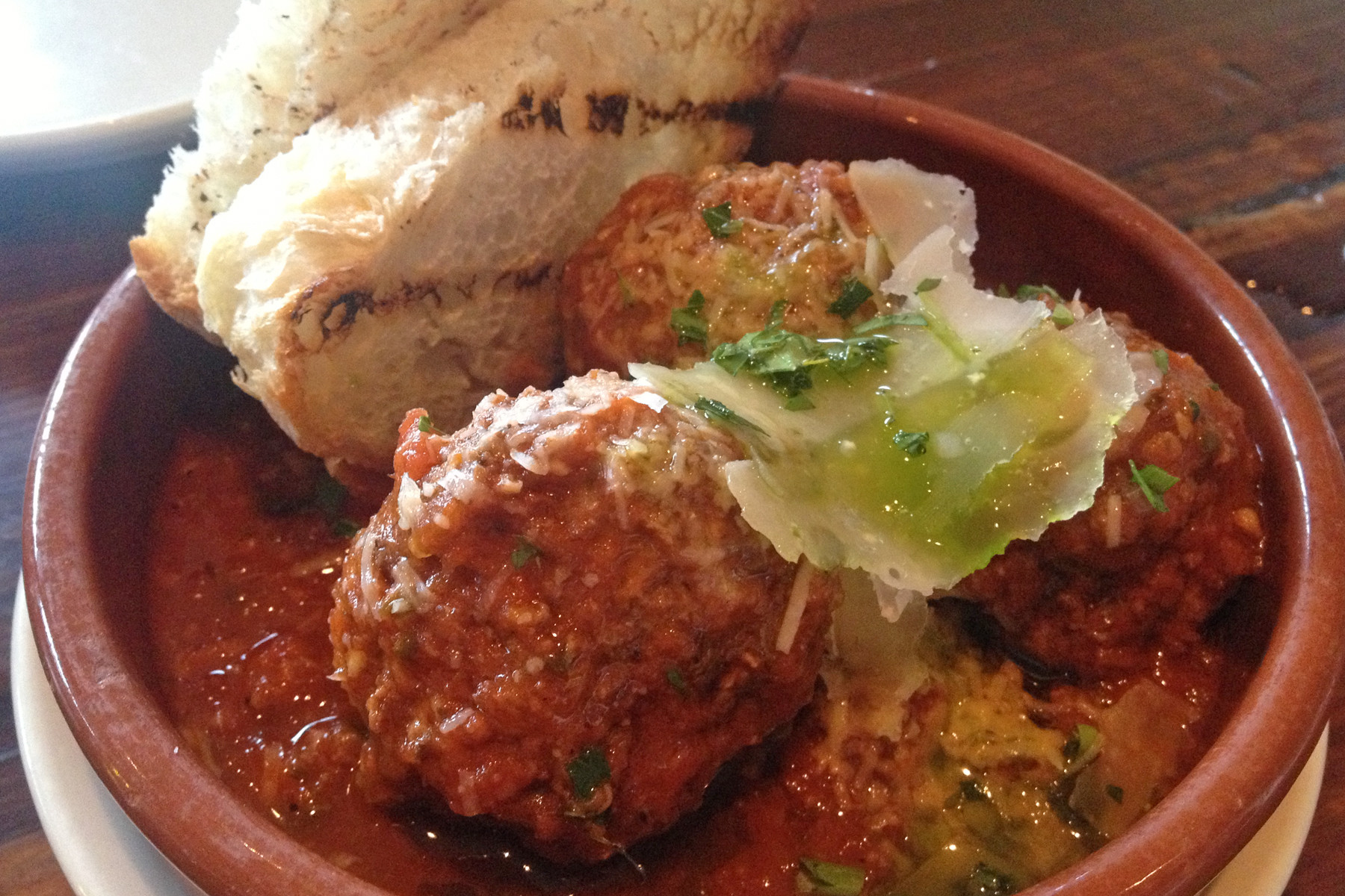 Meatballs with grilled peasant bread