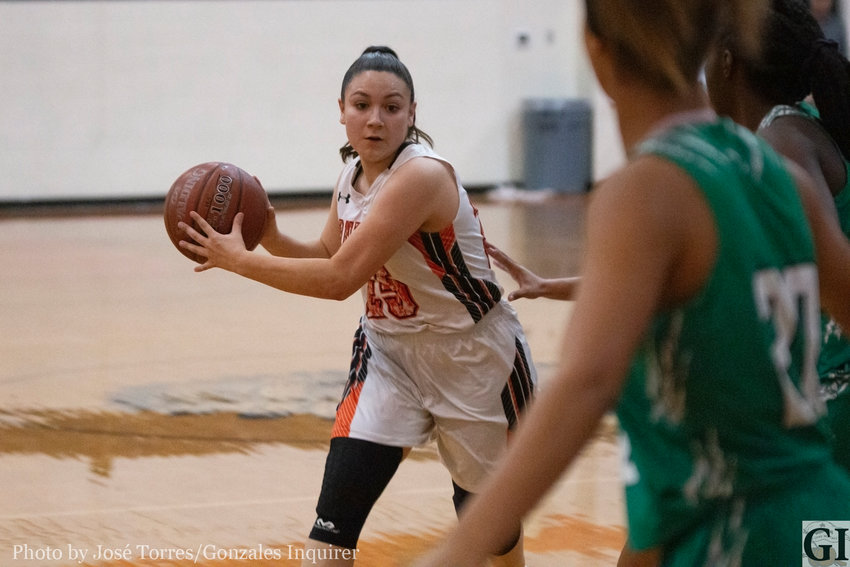"""""""Chella"""" Longoria (25) looks for an opening in Gonzales' 51-49 win over #22 Cuero on Tuesday."""