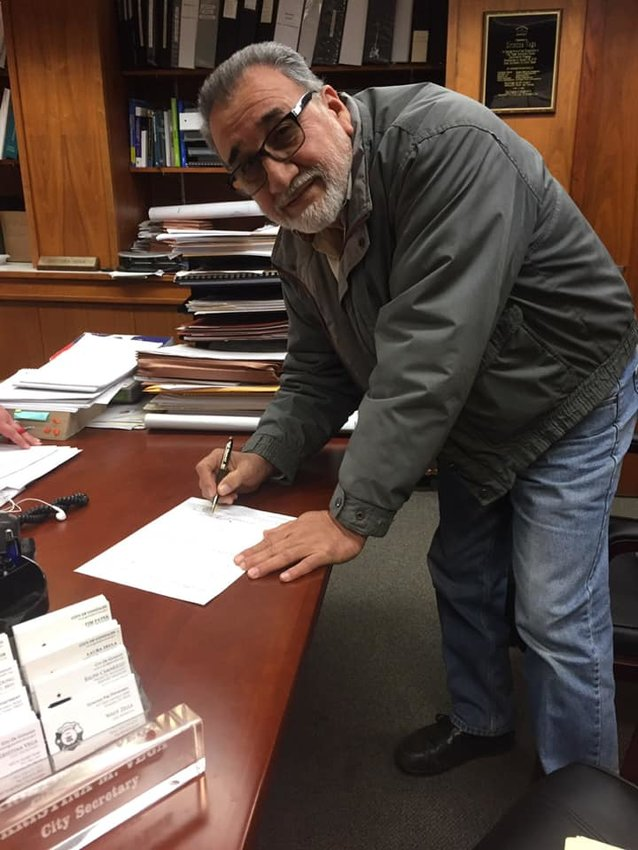 Former Gonzales city councilman Lorenzo Hernandez signed the necessary paperwork Friday to become a candidate for mayor. He will face incumbent mayor Connie Kacir — and possibly more — as residents still have until Friday to decide if they want to join the contest.