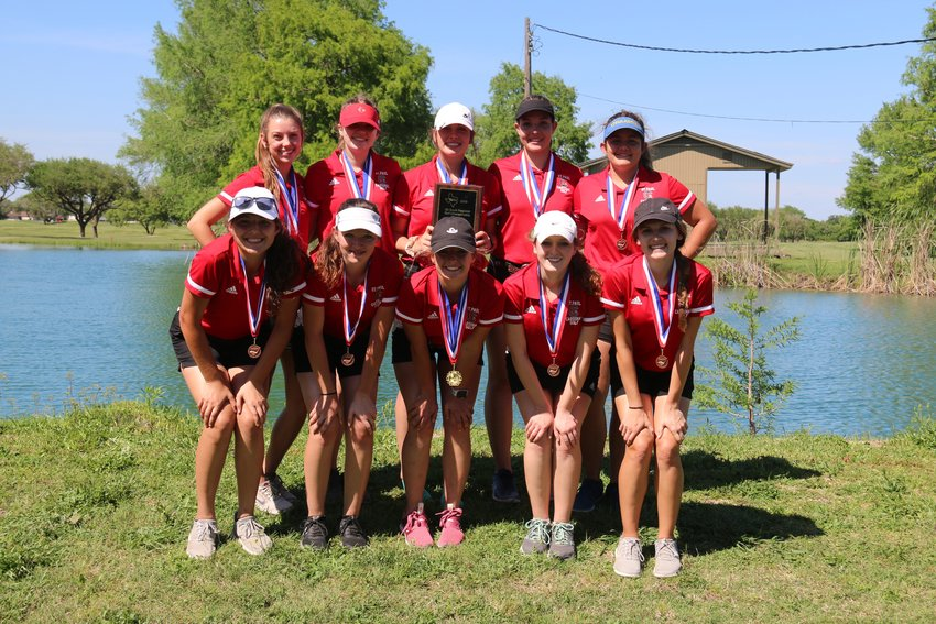 Golfers on the St. Paul girls team in the back row (from left) Tristin Davis, Maddie Stamport, Paige Brown, Sarah Peters and Sydney Hermann. In the front row (from left) are Kate Ehrig, Hannah Timmons, Sadie Thibodeaux, Bailey Blair and Macy Grabarkievtz.
