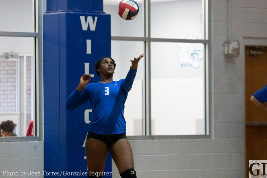 Jakhia Thompson (3) impressed with her serves and her attacks at the net in Waelder's four-set loss on Tuesday.