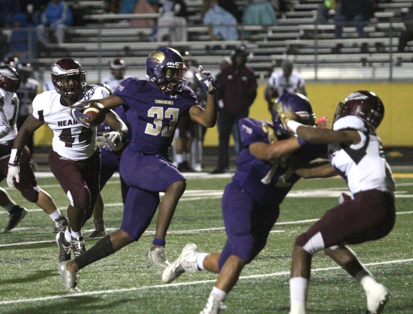 Donyai Taylor (33) scored four first half touchdowns, ending the night with five total scores in Shiner's 55-0 victory over Hearne.