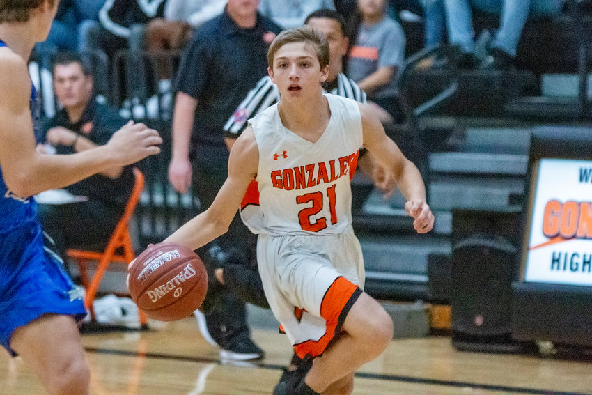 Jaydyn Lookabill (21) drives down the court in Gonzales' 61-41 victory over Bandera at home on Tuesday. Lookabill was the team-leading scorer, coming away with 29 points in the 20-point victory.