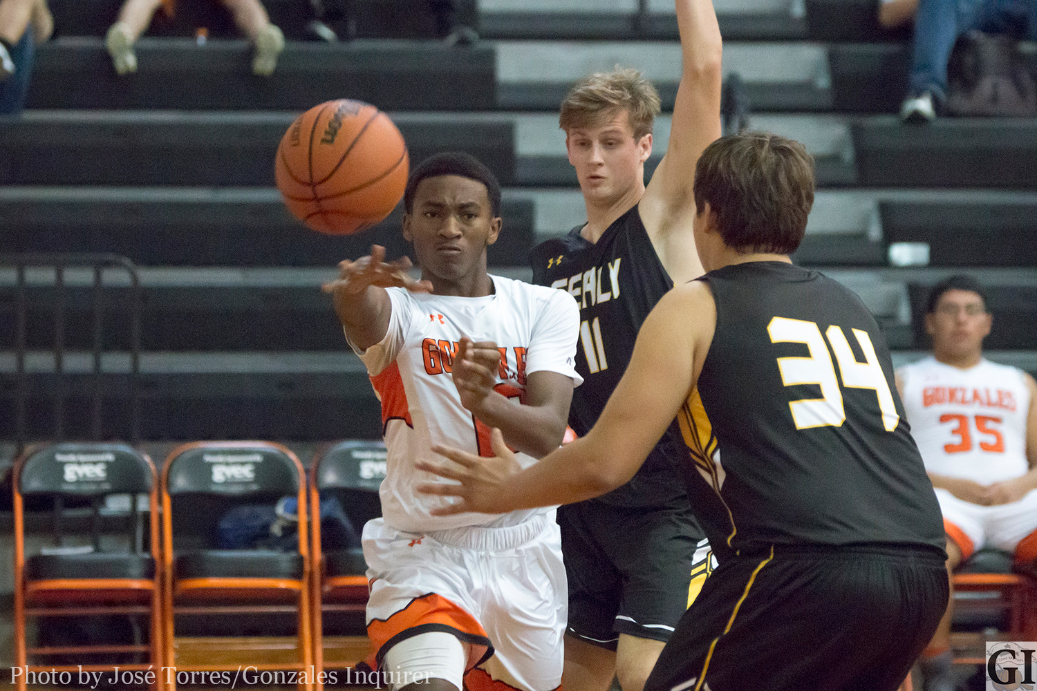 Trevion McNeil (10) passes the ball in Gonzales' 55-45 loss.