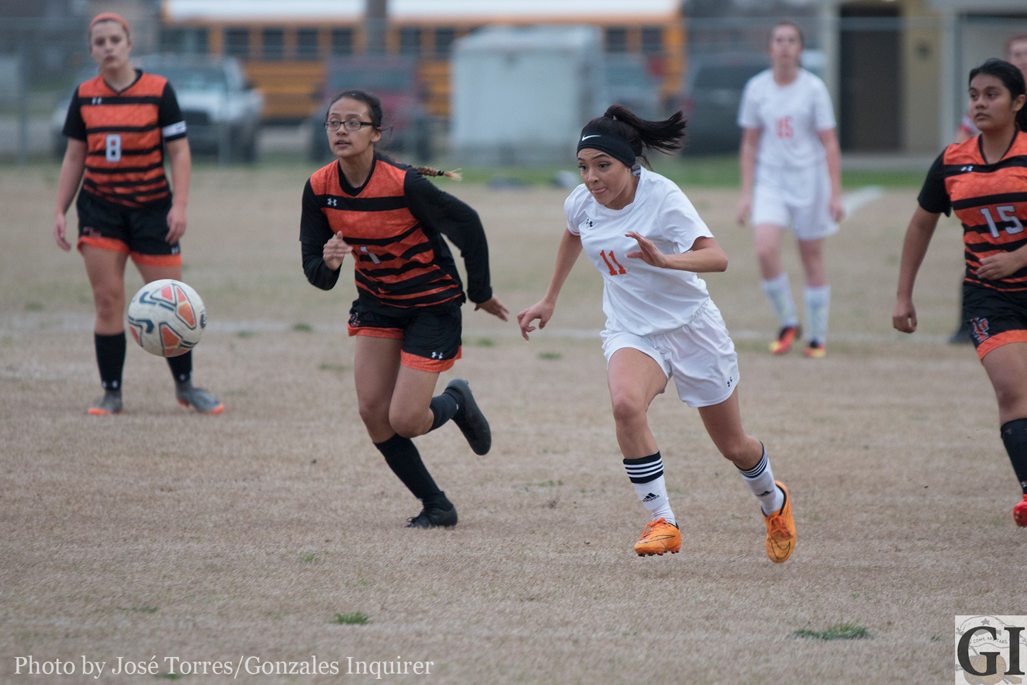 Seidy Villegas chases down the ball.