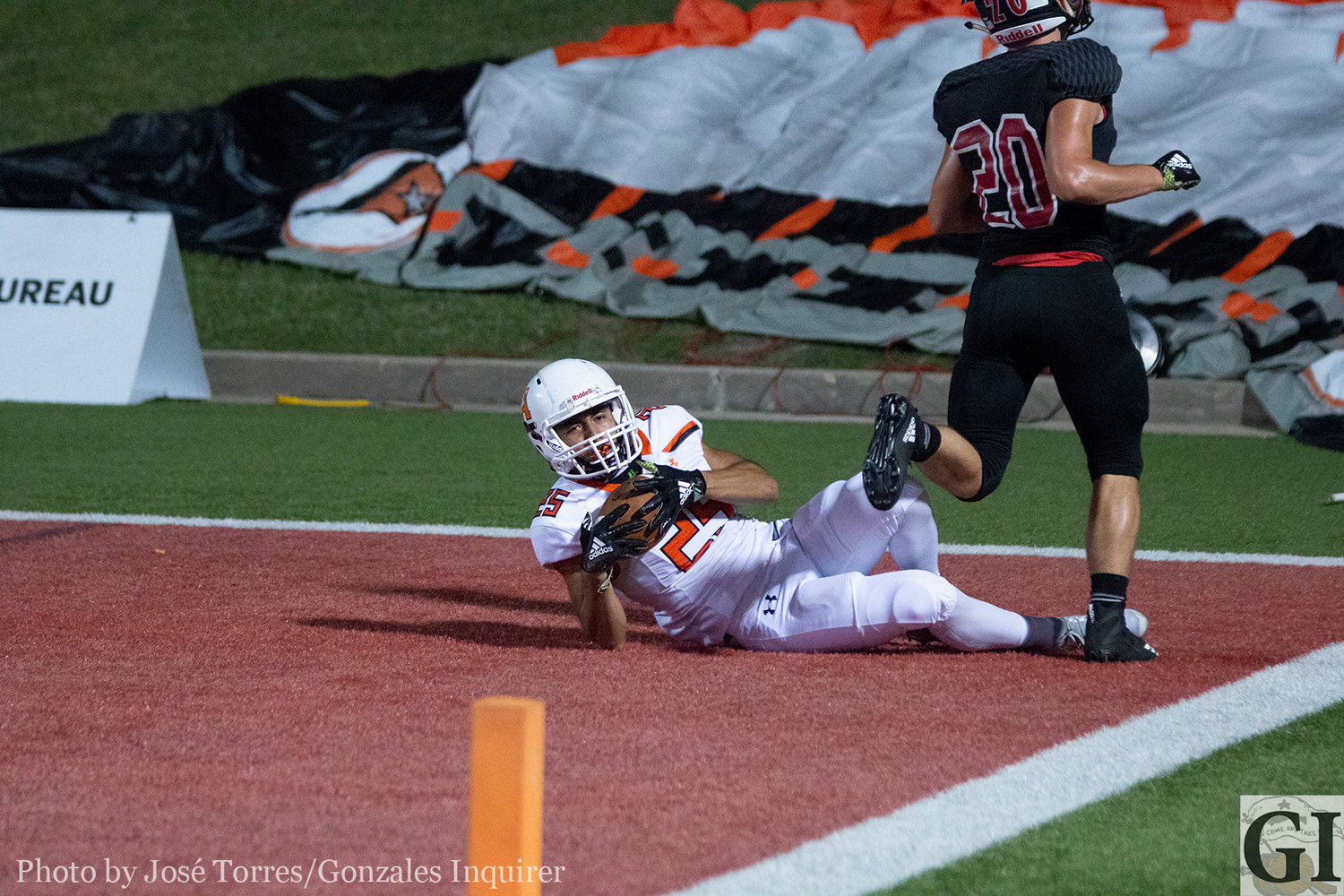 Heber Cardona (25) makes a diving catch in the end zone, the Apaches first touchdown reception since Sept. 7.