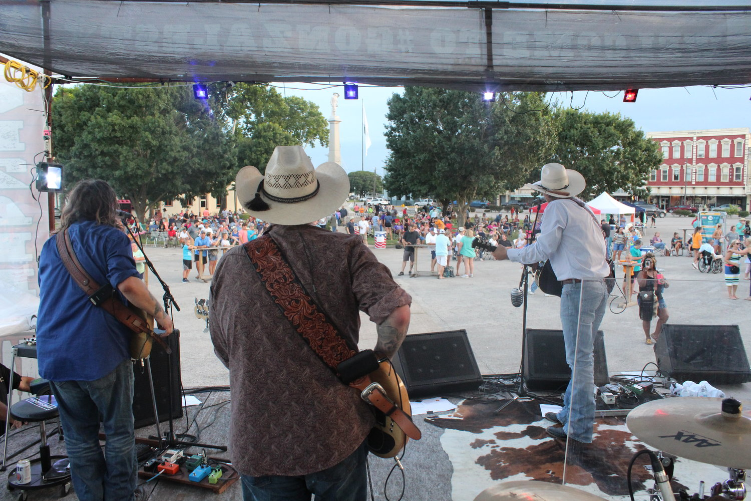 Stop by downtown Gonzales for Main Street's last summer concert of the season.