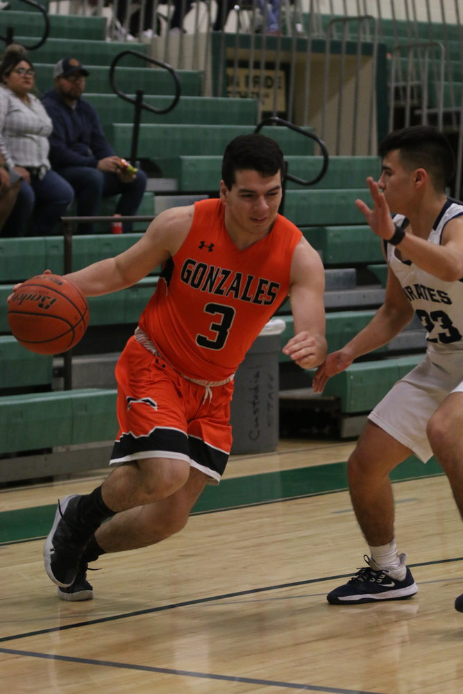 Diego Diaz de Leon (3) makes his way to the paint in the Apaches' playoff loss. He finished the night with 10 points.