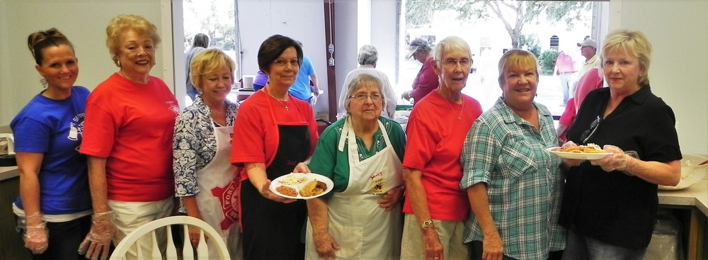 Running the   kitchen,   from left,   are Brandy   Courtois,   Cokie Rich,   Tana   Andreasen,   Fay Stevens,   Mary Ross,   Betty   Thompson,   Melissa   Callaway and   Shirley Bru.