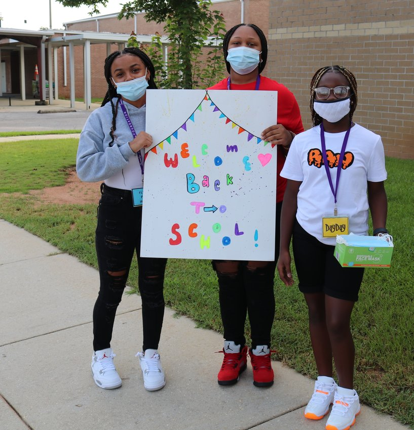 Students, teachers and staff across Baldwin County were ready to jump into the new school year on Wednesday when the 2021 -22 term official kicked off. Peer Helpers at Foley Middle School greeted students as they arrived on campus, handing out masks and encouragement as newly arrived 7th graders and returning 8th graders made their way to class.