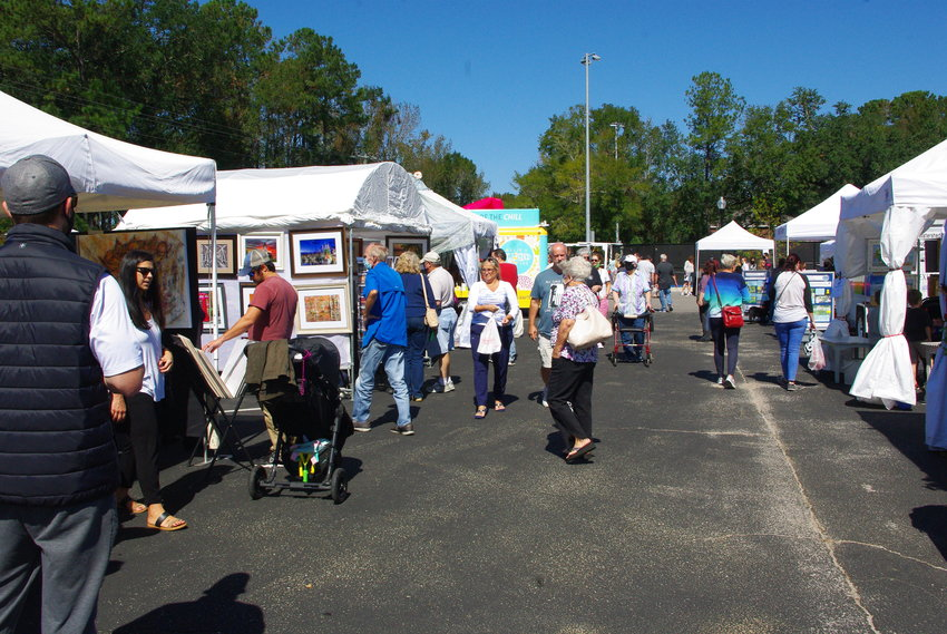 Visitors to the 2020 Jubilee Festival of Arts in W.O. Lott Park look over exhibits at the Eastern Shore event. The 2021 festival is scheduled for Oct. 16 and 17.