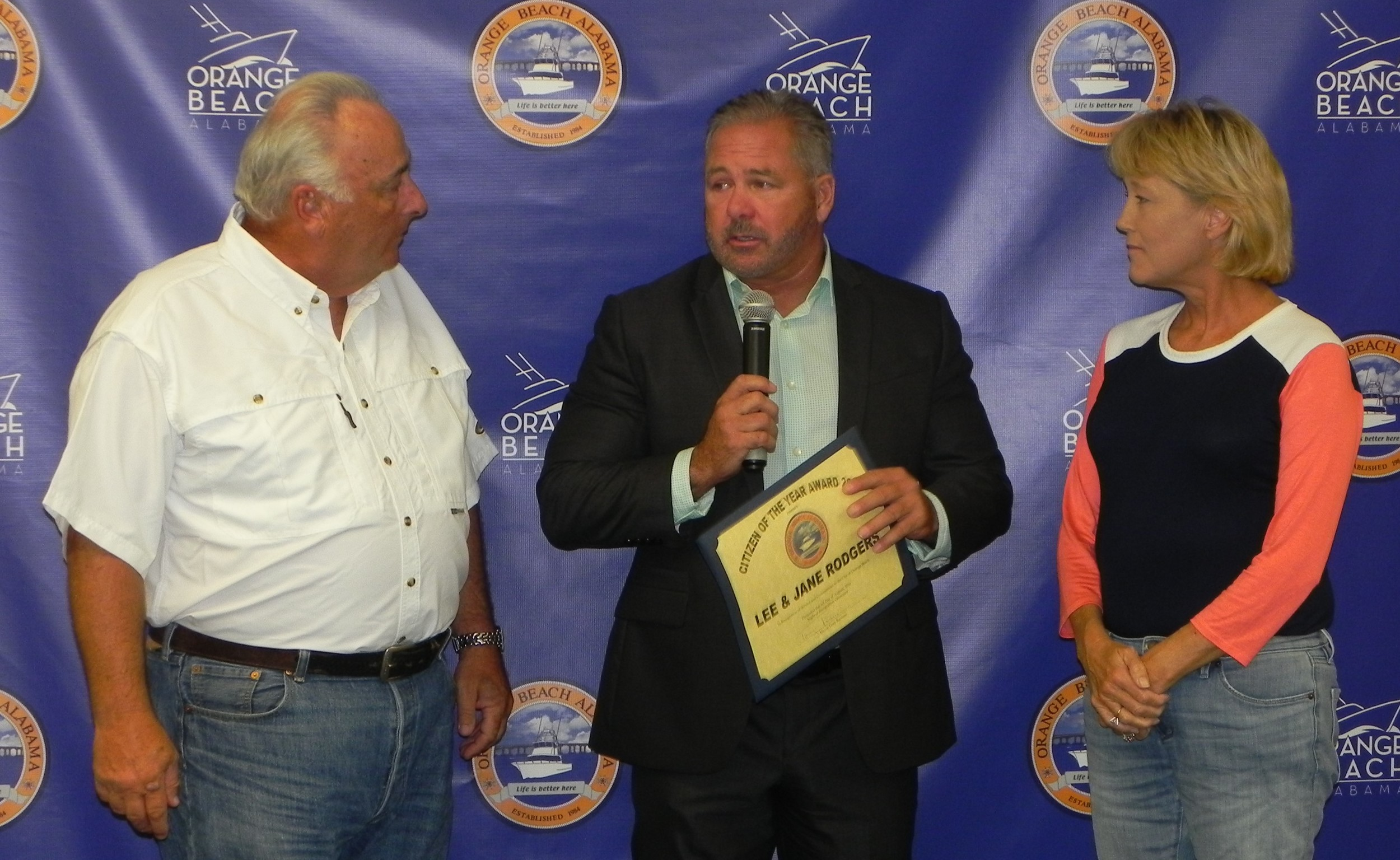 Lee Rodgers, left, Mayor Tony Kennon, center, and Jane Rodgers.