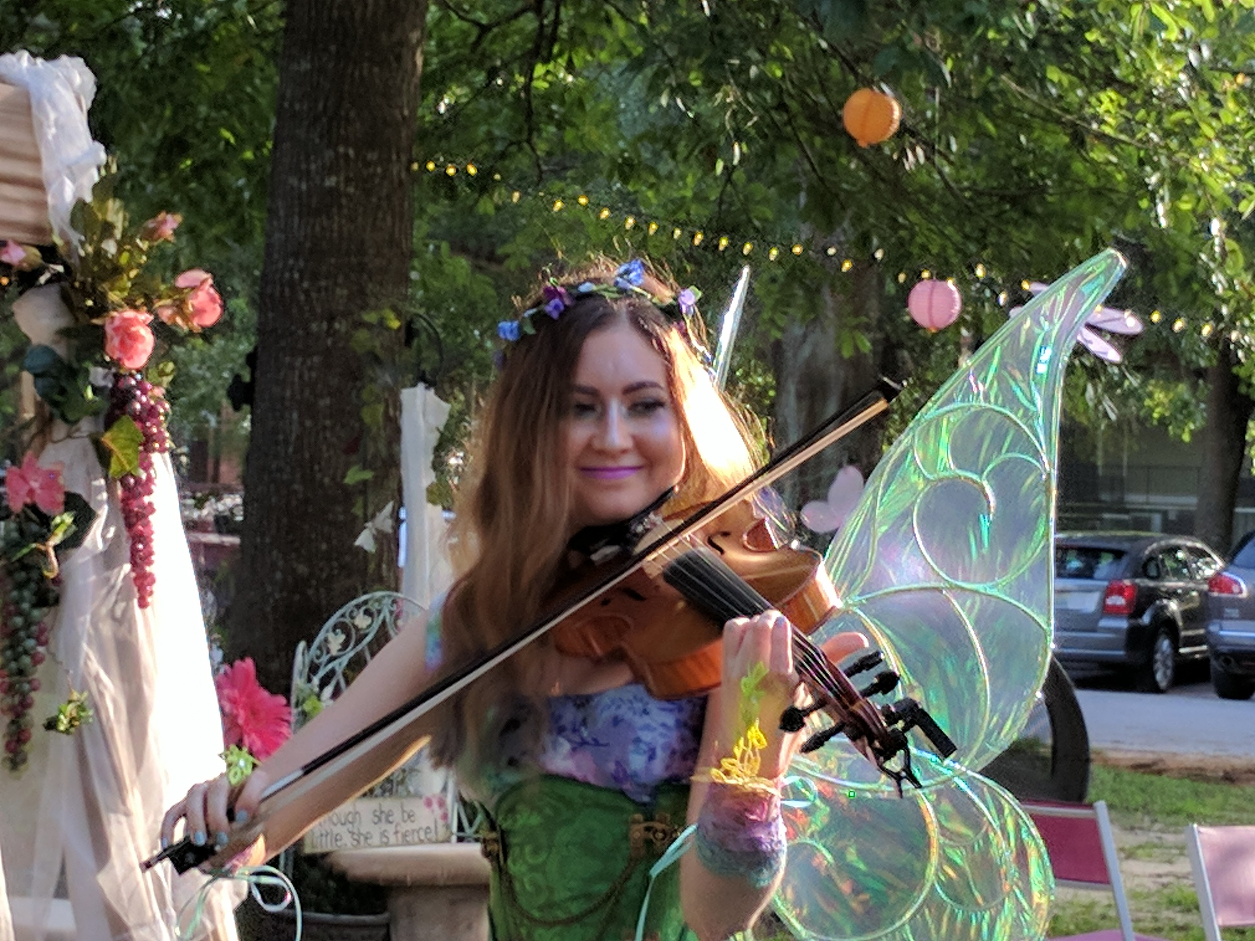 A fairy violinist enchanted the guests with her talent.