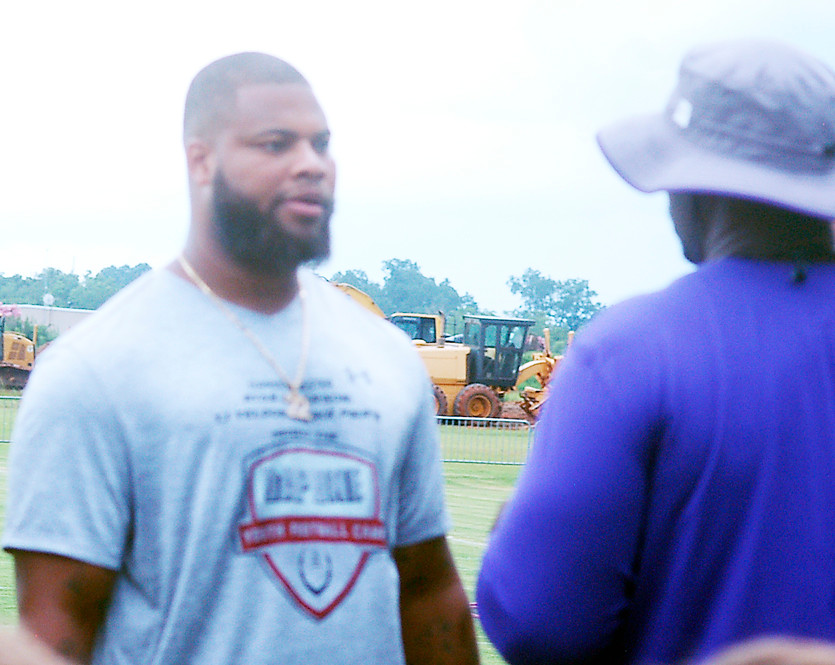 Washington Redskins defensive end/linebacker Ryan Anderson talks with DHS coach Kenny King.