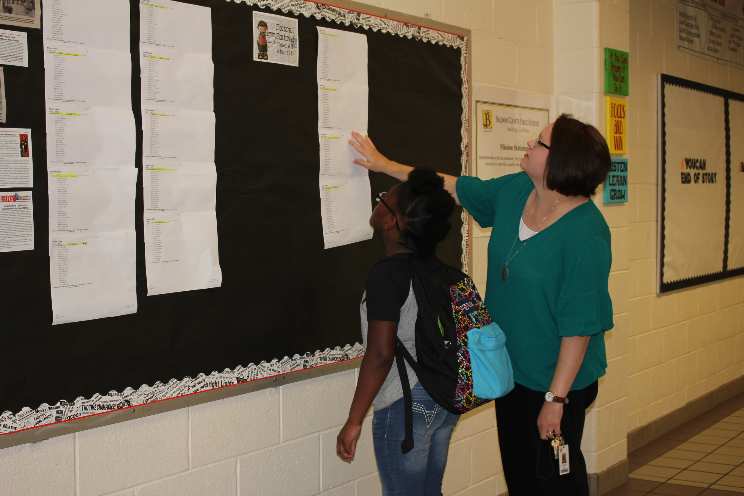 Counselor Vickie Liles helps a returning student find her class assignment.