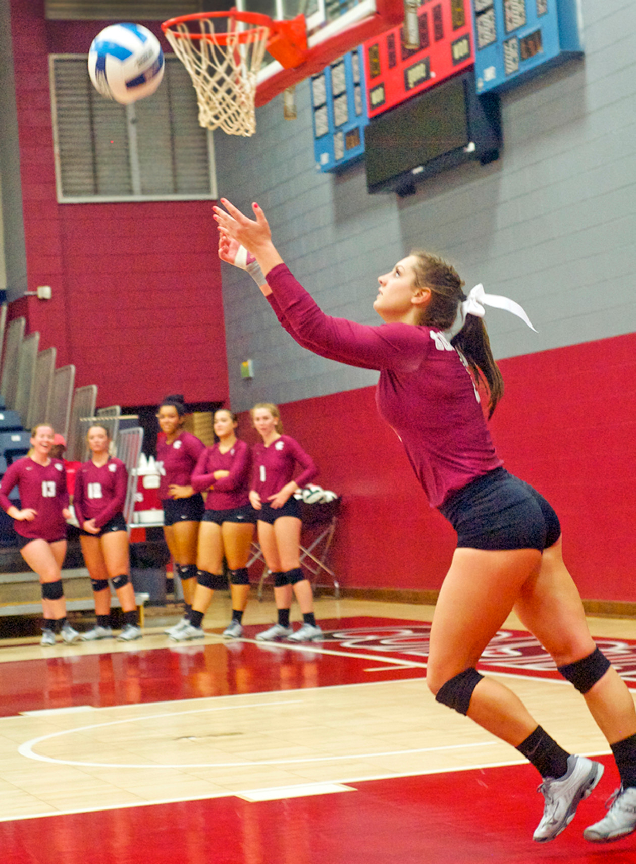 Natalie Omtvedt starts her jump serve run.