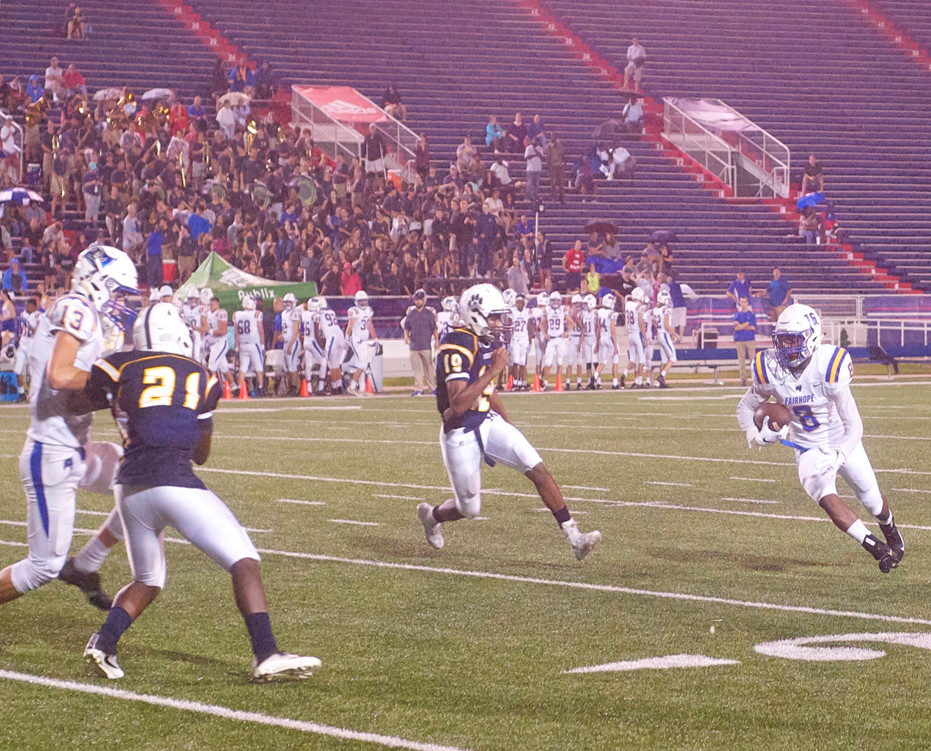 Ramone Bradley (No. 16 wearing jersey No. 8) on a punt return with downfield blocking help from teammate Riley Leonard.