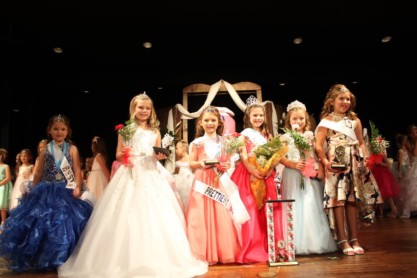 Petite Miss Shrimp Festival 2019: Court Lilly Grace Beatrice Longshore, Piper Green, Collin Noelle Pouncey, First Alternate Kate Hampton, Petite Miss Blakely Louise Walker