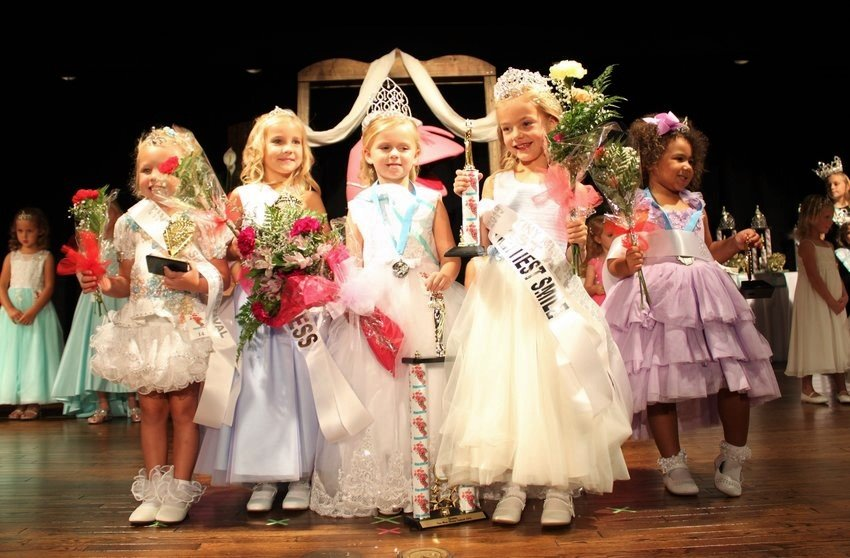 Tiny Miss Shrimp Festival 2019: Court Lakelyn Faith Fairley, Mailey Paige Hixon, Fallon Paige Howard, First Alternate Georgia Robinson, Tiny Miss Kyleigh Evar Hurst