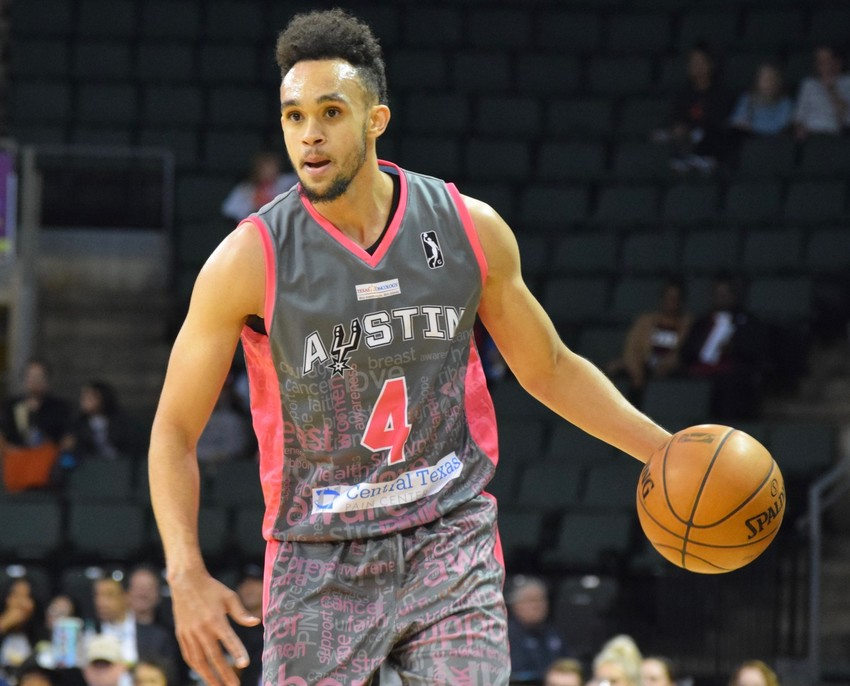 Derrick White scored 28 points but the Austin Spurs saw their six-game winning streak come to an end after a 120-115 loss to Memphis Hustle on Thursday night.